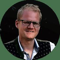 Porträt von Christian Kirschner, einem blonden Mann mit Brille