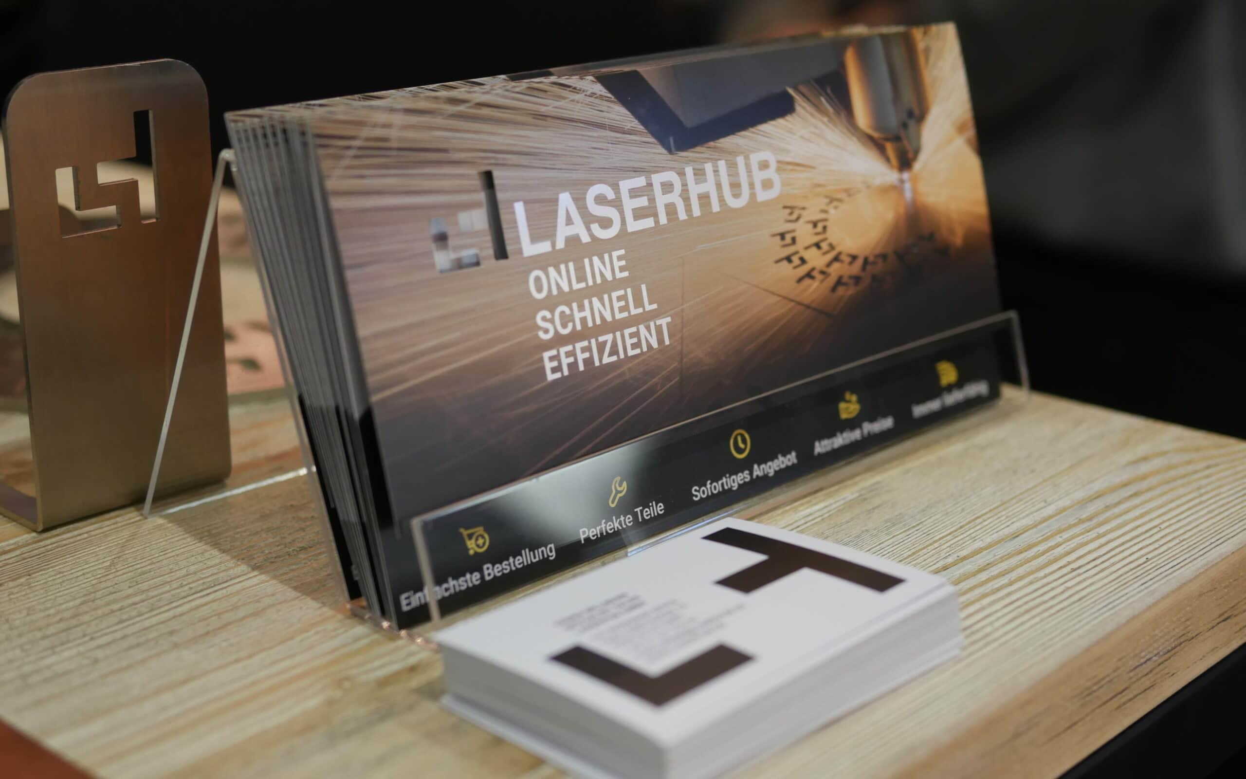 Laserhub-Flyer am Messestand