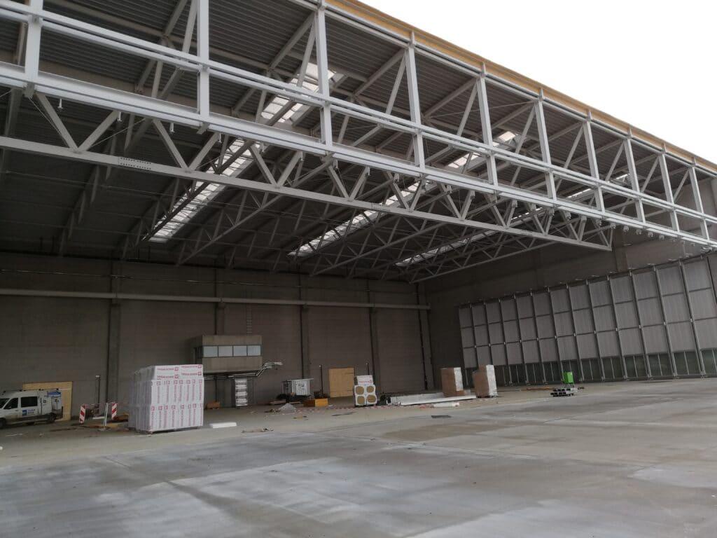 Einer der Hallenkonstruktions-Projekte, bei der Kast-Inox mit verzinkten Teilen
